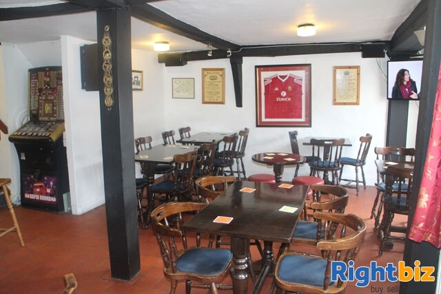 HEREFORDSHIRE/POWYS BORDER - MARKET TOWN CENTRE FREE HOUSE - Image 4