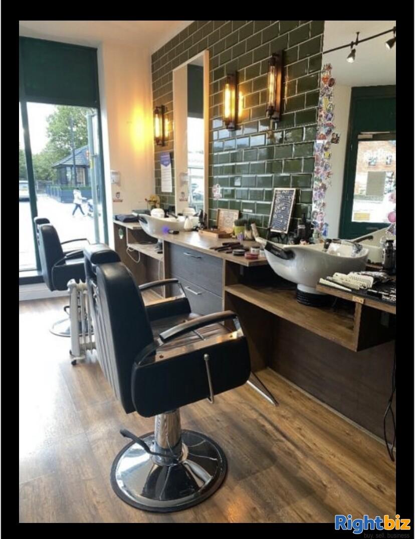Excellent two-seat barbershop in Blackburn - Image 4