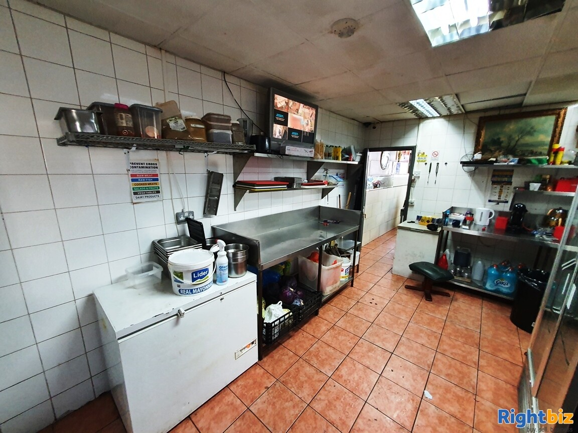 KEBAB – FASTFOOD A5 TAKEAWAY WITH ACCOMMODATION - TURNOVER £5,000 PER WEEK - Image 4
