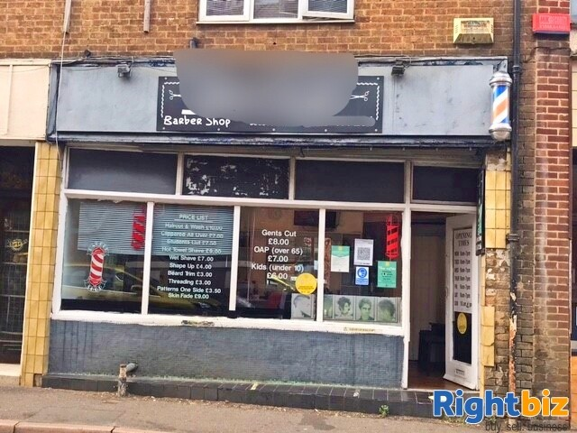 Established Men Barber Shop in Banbury Town Centre, Fully Equipped for a Quick Sale - Image 4