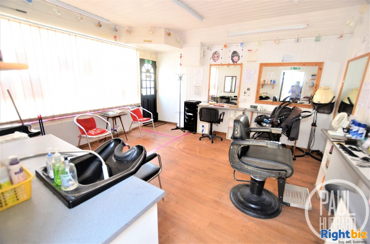 Unique Freehold - Hairdresser/Barbers with a spacious 4 bedroom Edwardian end-terraced house - Image 4