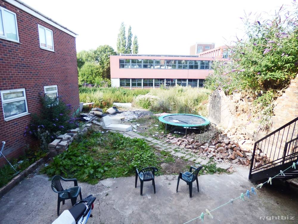 2x Commercial Freehold �+ [2x] 1-Bed flat above Ideal Investment - Image 5
