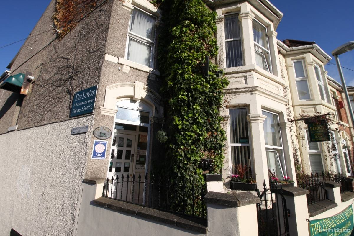 A successful 7-8 bedroom guest house in busy town in Wiltshire. Retirement Sale. - Image 5
