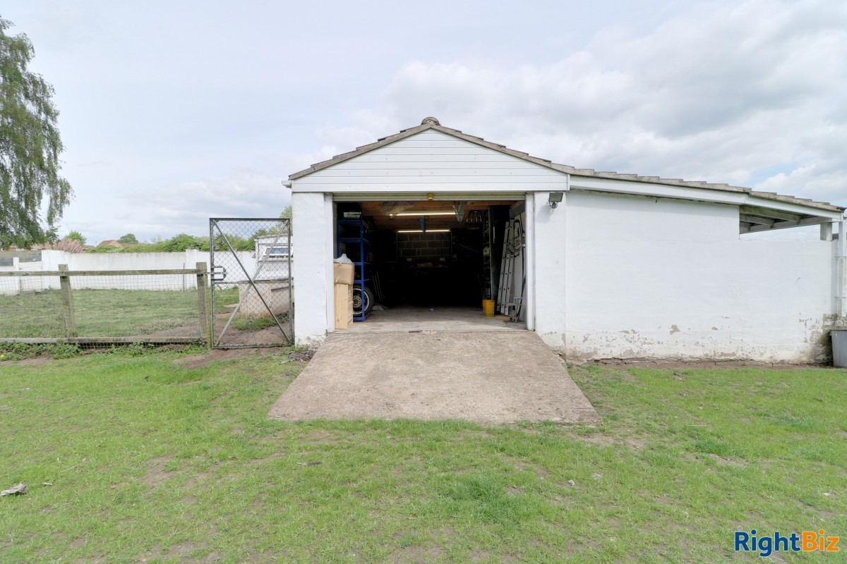 Smallholding in the heart of a village currently used as licensed dog breeder, swimming pool - Image 5