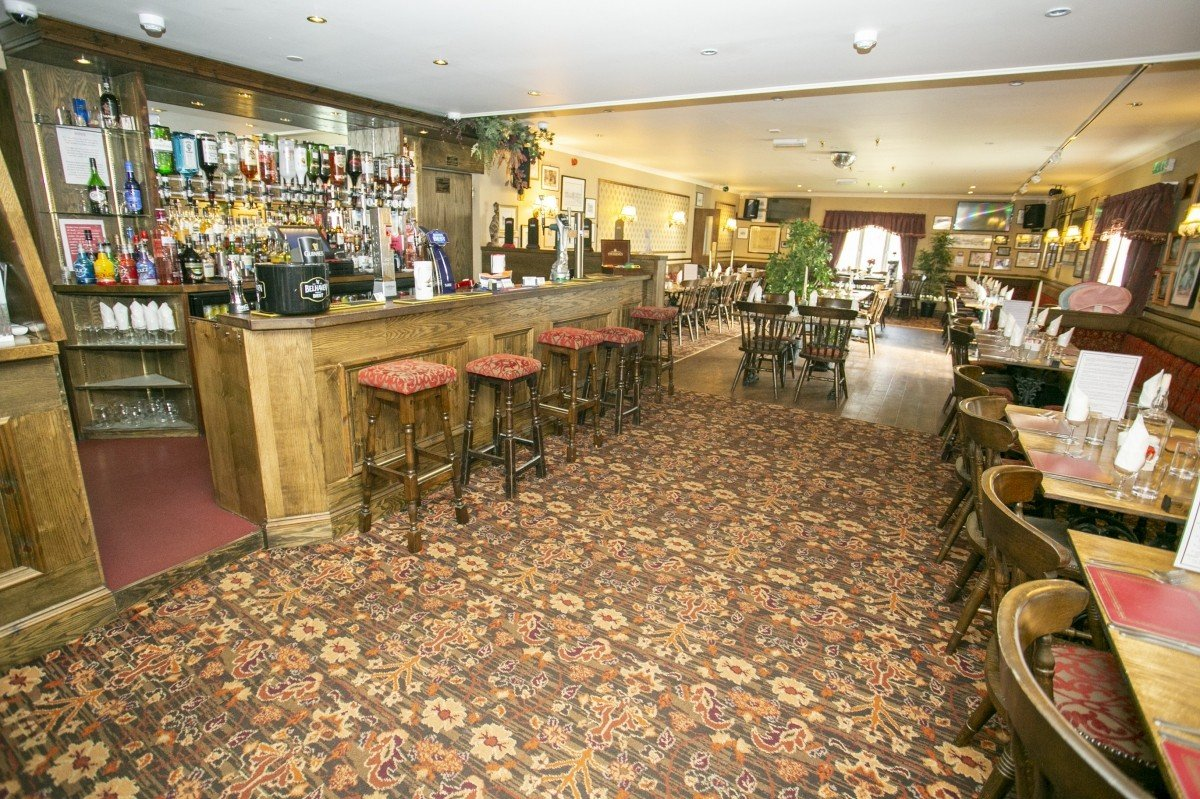 For Sale - Well Presented Small Town Hotel with Bar and Restaurant for Sale, Near to the Golf Coast. - Image 5