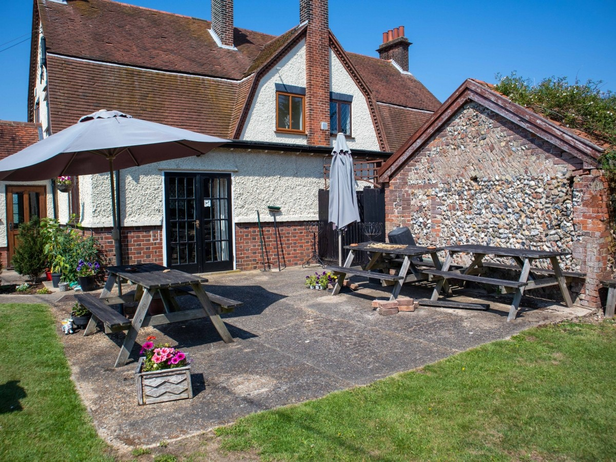 SUFFOLK - WELL PRESENTED FREEHOUSE - Image 5