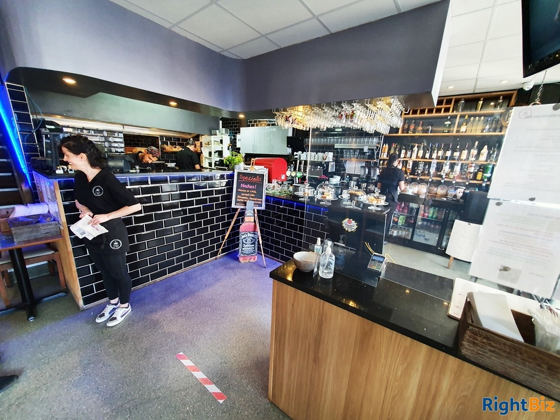 FREEHOLD CAFÉ / RESTAURANT WITH FIRST FLOOR FUNCTION ROOM - Image 5