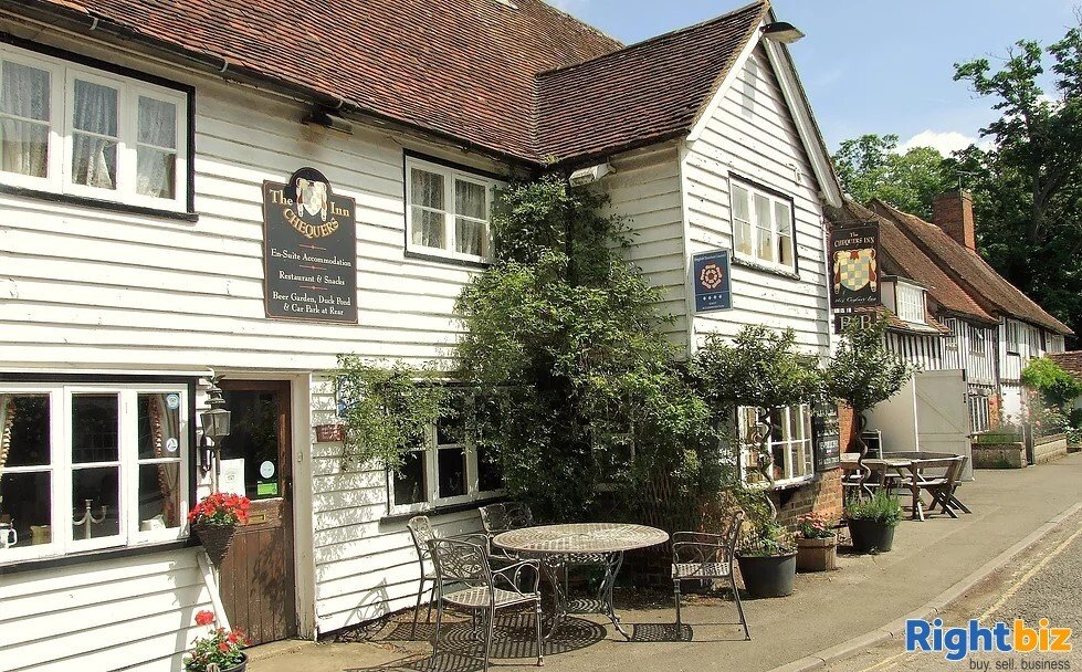 A CHARACTERFUL 14TH CENTURY INN - Image 5
