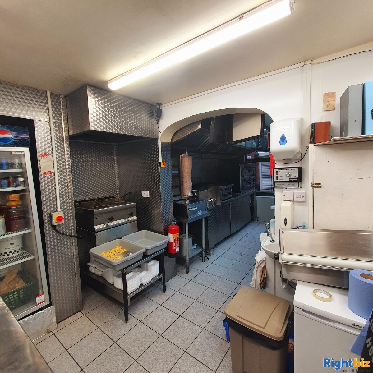 Fully Equipped Food Takeaway for Sale in LLangollen Town Centre, Refubrished and Decorated - Image 5