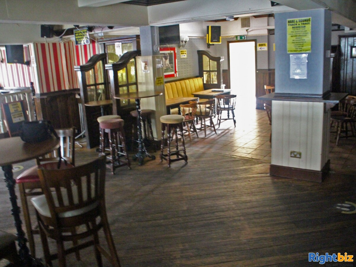GREATER MANCHESTER- PUBLIC HOUSE LOCATED ON BUSY TOWN CENTRE HIGH STREET - Image 5