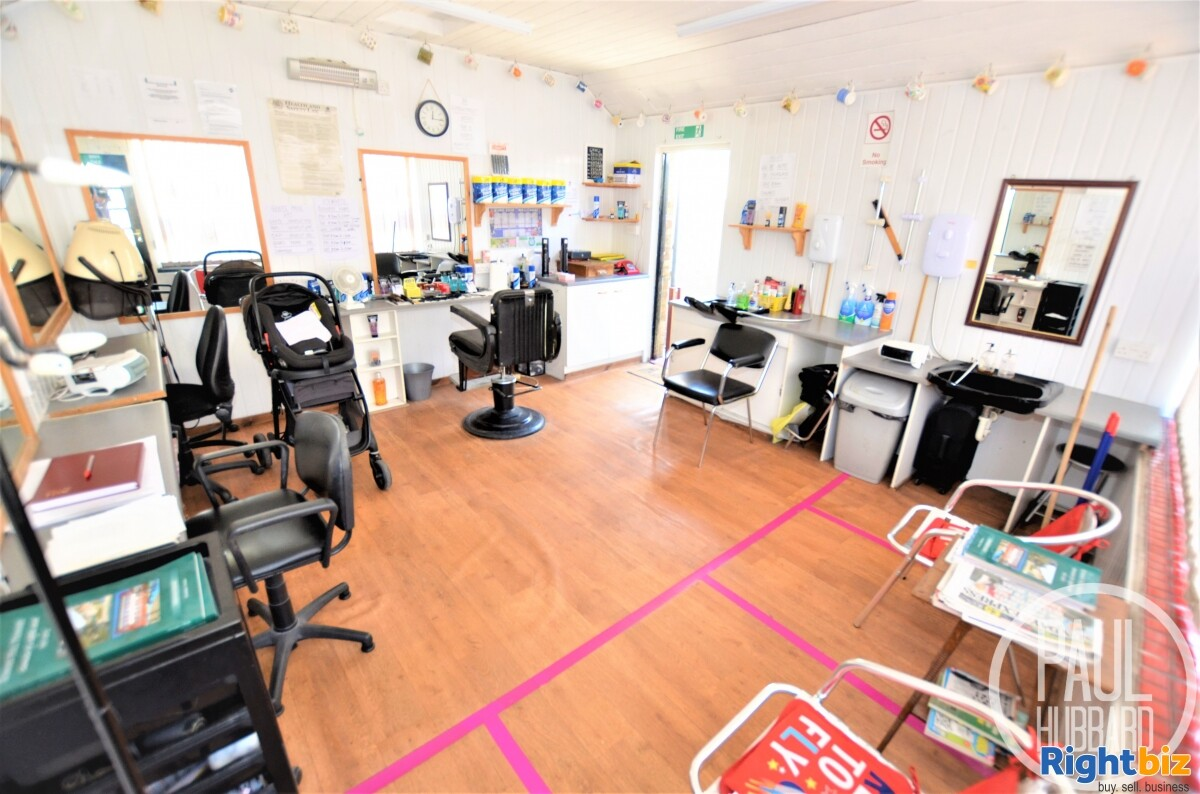 Unique Freehold - Hairdresser/Barbers with a spacious 4 bedroom Edwardian end-terraced house - Image 5