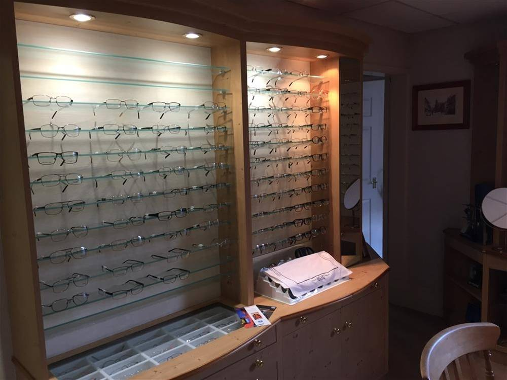 INDEPENDENT DISPENSING OPHTHALMIC PRACTICE IN SWINDON TOWN CENTRE - Image 6