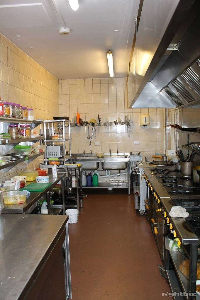 Spectacular large restaurant Opportunity, right next to Cinema and Leisure Complex - Image 6