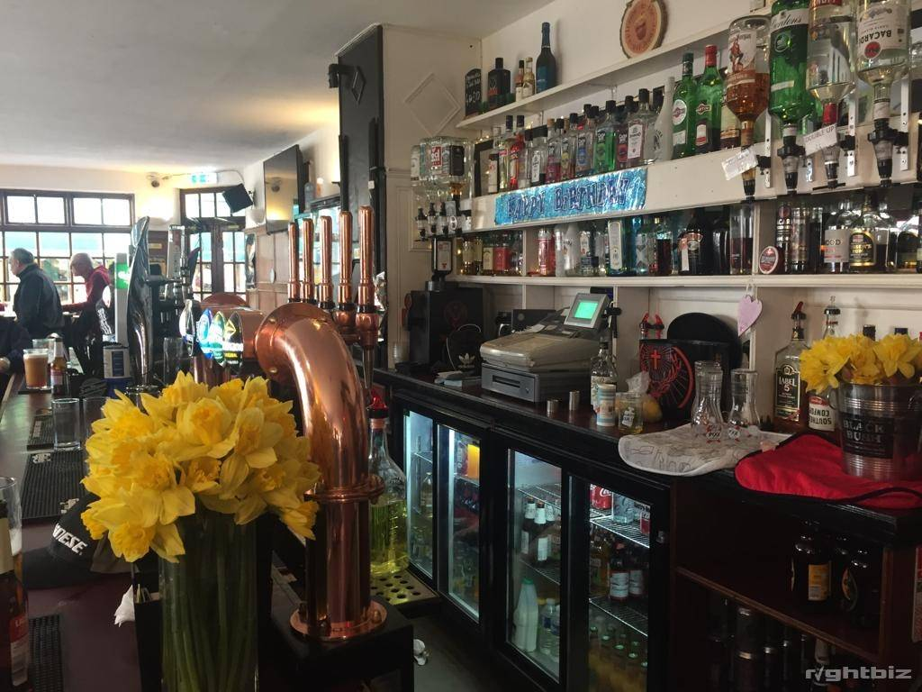 FREEHOLD BAR WITH ACCOMMODATION - RAMSGATE, KENT - Image 6