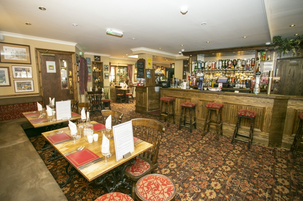 For Sale - Well Presented Small Town Hotel with Bar and Restaurant for Sale, Near to the Golf Coast. - Image 6