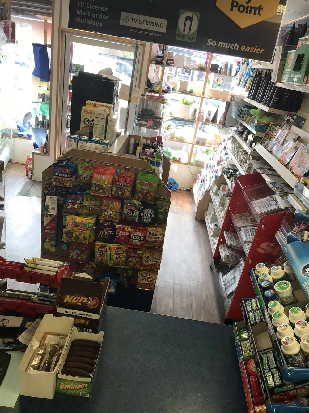 TRADITIONAL NEWSAGENT & GENERAL STORE IN BATHGATE TOWN CENTRE - Image 6