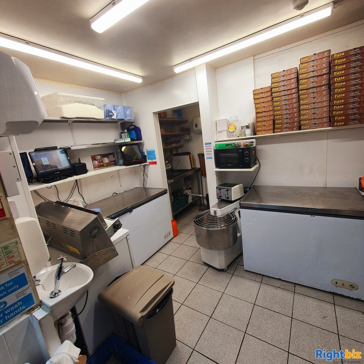 Fully Equipped Food Takeaway for Sale in LLangollen Town Centre, Refubrished and Decorated - Image 6