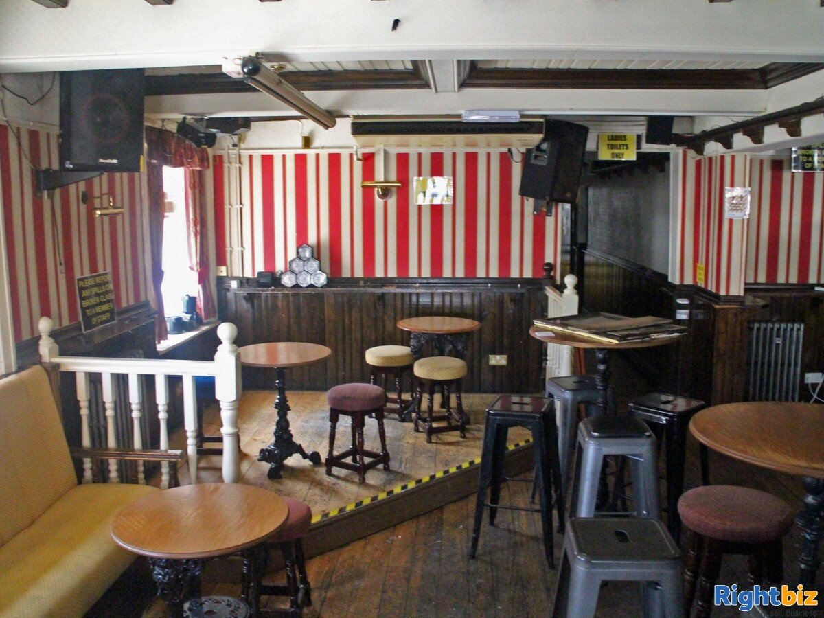 GREATER MANCHESTER- PUBLIC HOUSE LOCATED ON BUSY TOWN CENTRE HIGH STREET - Image 6