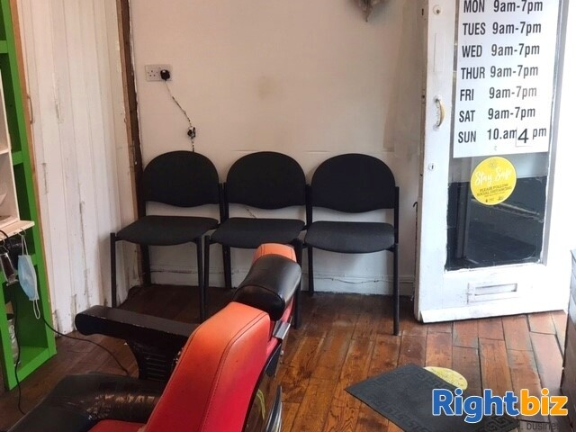 Established Men Barber Shop in Banbury Town Centre, Fully Equipped for a Quick Sale - Image 6