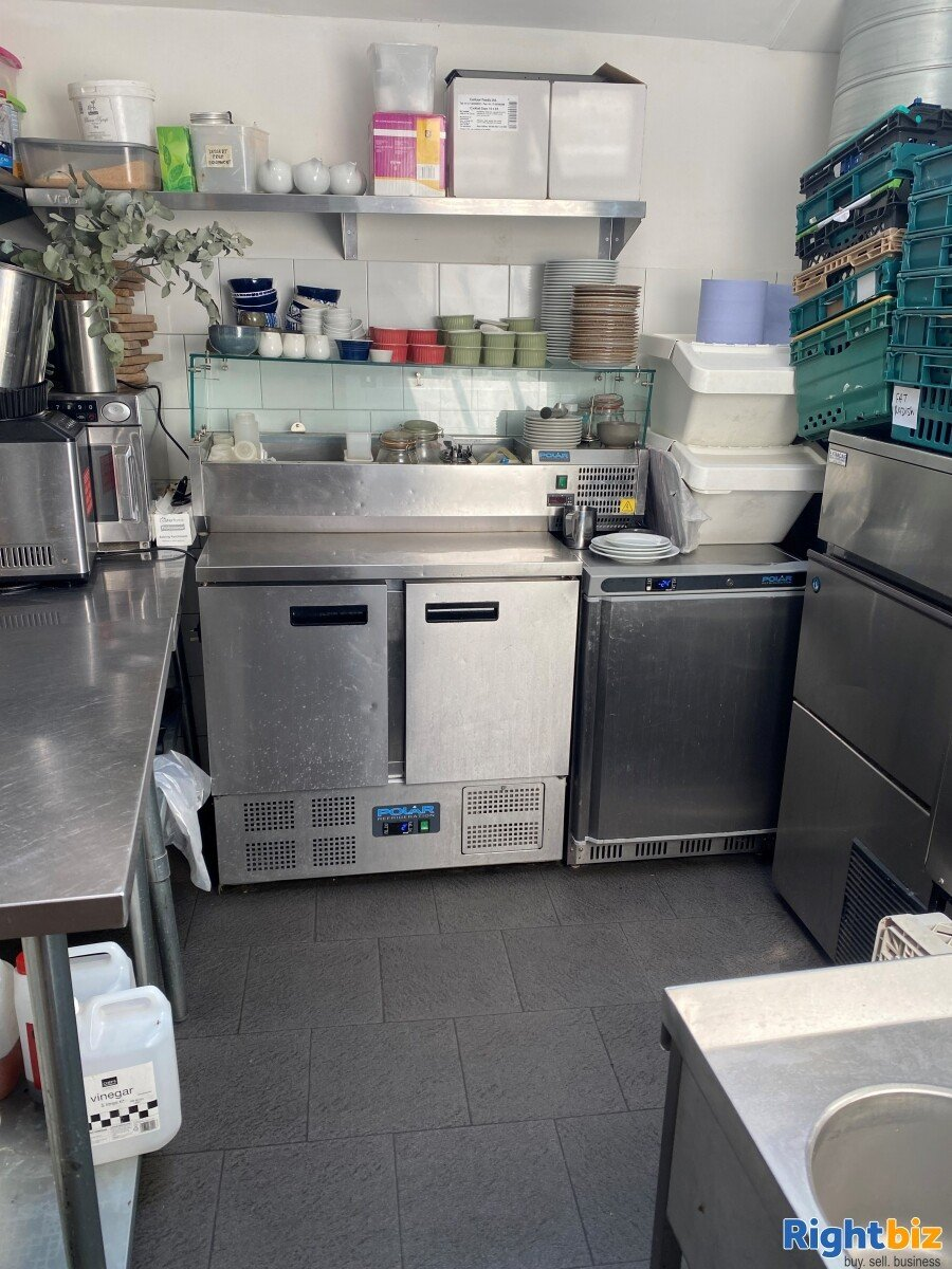 Superbly Presented  Restaurant For Sale in Frome - Image 6