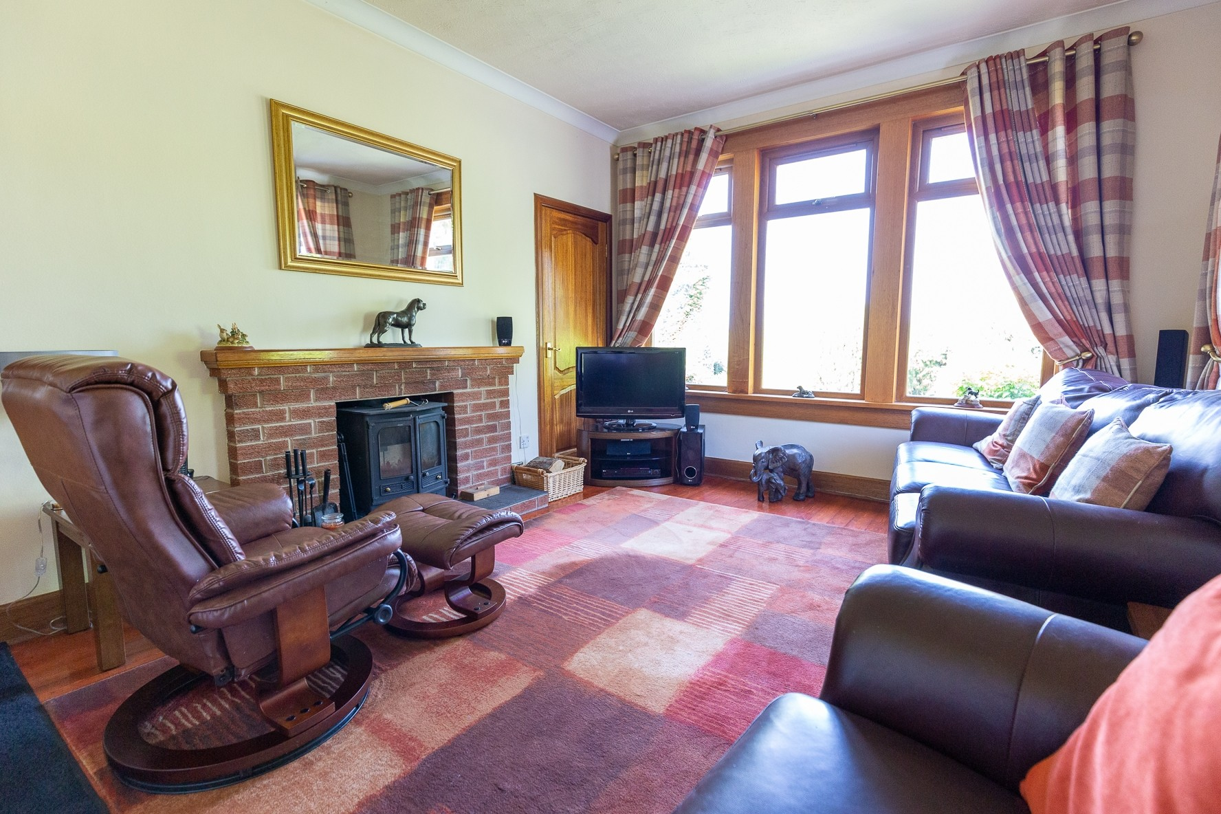 Profitable Boarding Kennels with Superb Family Home in 2.5 acres, Central Scotland - Image 7