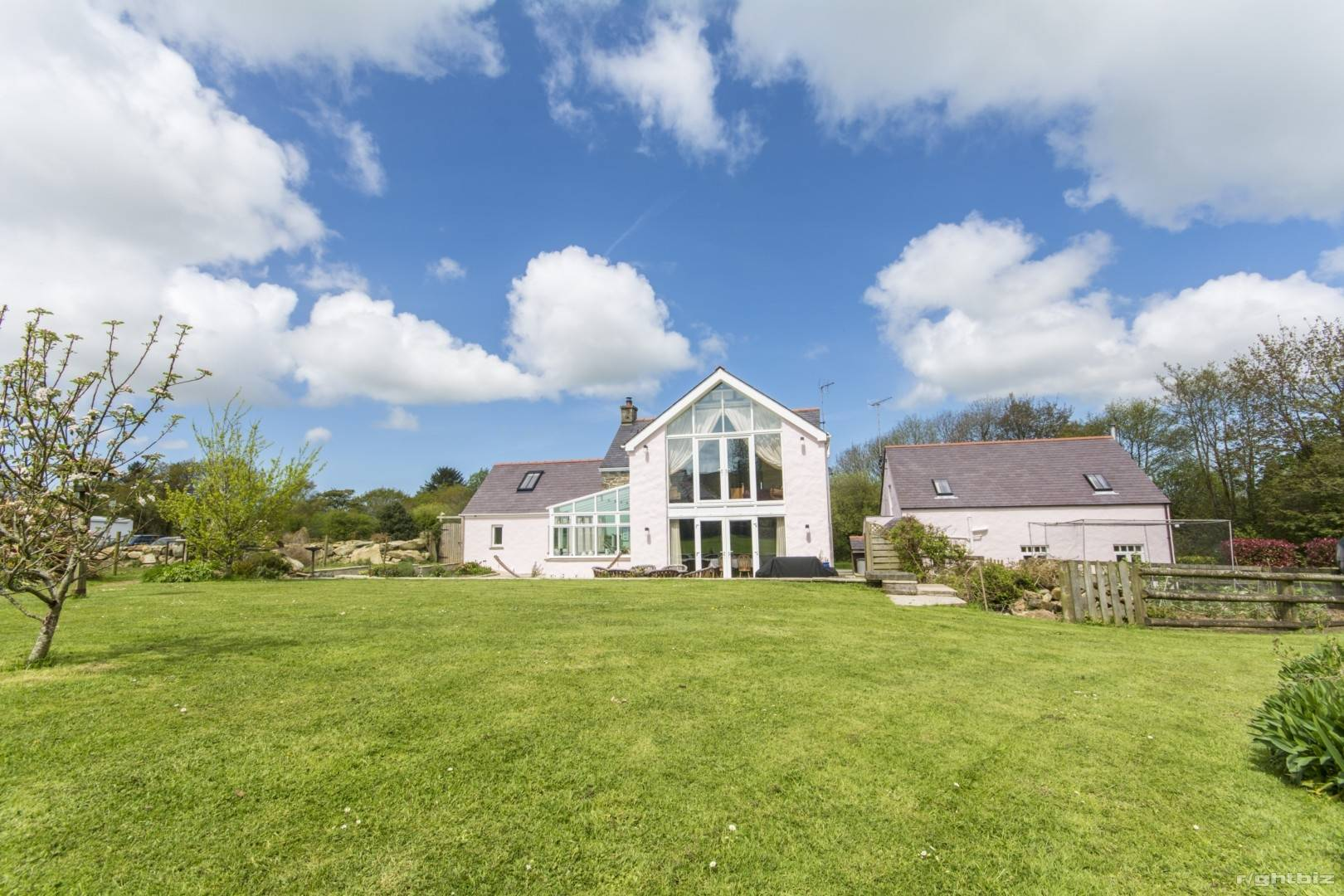 HOLIDAY LETTING BUSINESS/ LIVERY POTENTIAL + SMALLHOLDING + STABLES SET IN 10 ACRES - PEMBROKESHIRE - Image 8