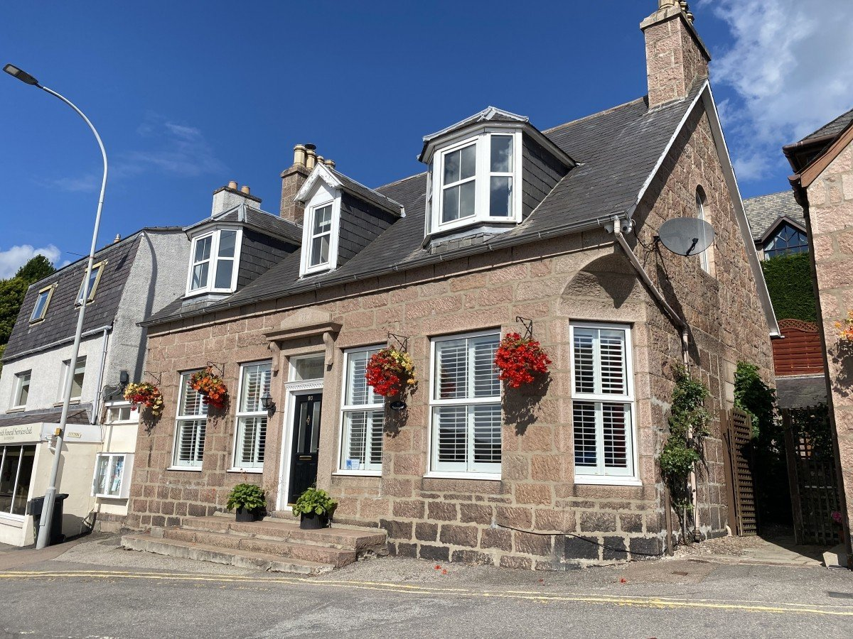 Guest House in the heart of Banchory with Airbnb Opportunity - Image 9