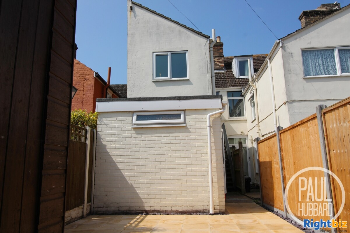 Freehold Fish & Chip Shop with 3 bedroom maisonette for sale in Great Yarmouth, Norfolk. - Image 9